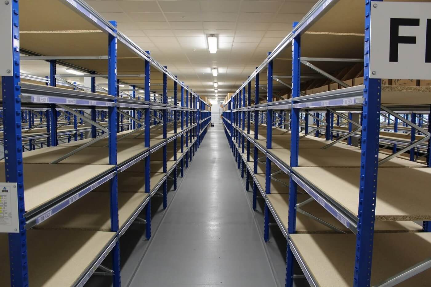 Long span shelving system