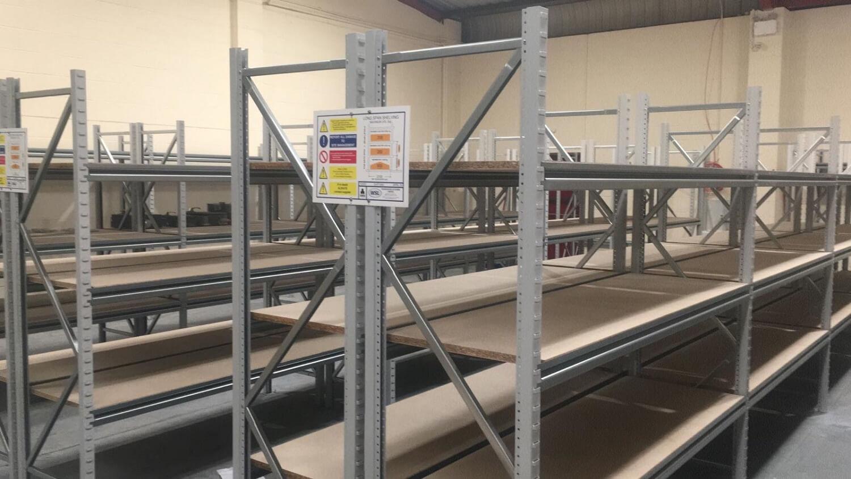 Long span shelving system