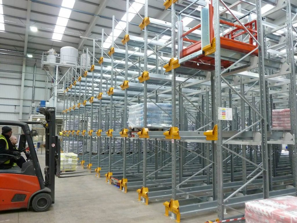 Compact shuttle pallet racking system