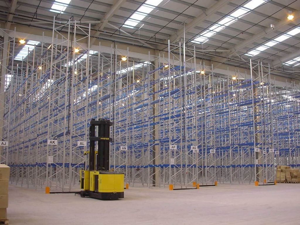 Narrow aisle racking with castllated P&Ds
