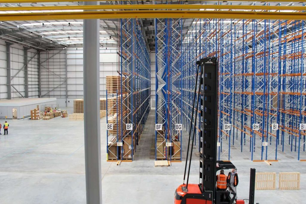 Narrow aisle racking with fork lift truck